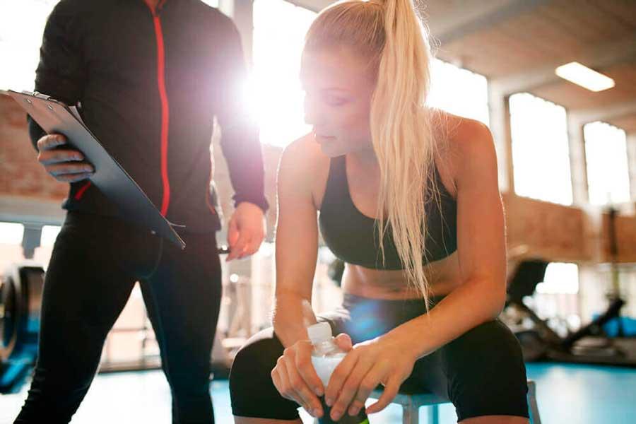 entrenador personal y recomendaciones para un estilo de vida saludable