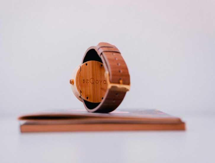 trasera de reloj de madera seqoya